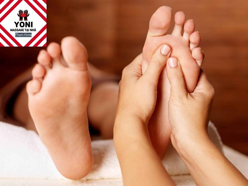 Massage chân giúp thả lỏng cơ toàn thân